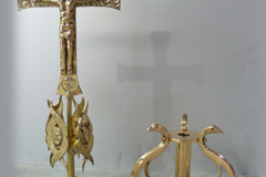 cruz-alzada-mercaba-bronce